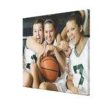 Equipo de baloncesto femenino que sonríe, retrato lona estirada galerias