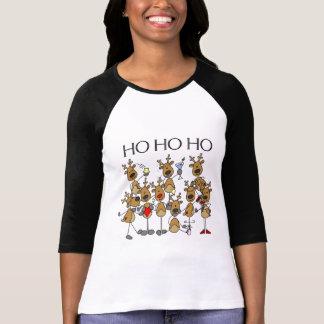 Equipo de camisetas y de regalos del reno