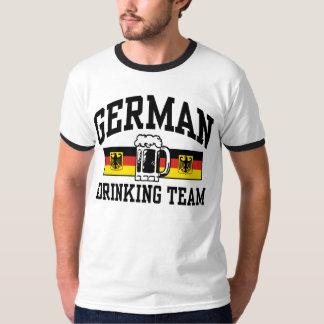 Equipo de consumición alemán camisas