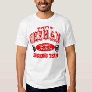 Equipo de consumición alemán remeras