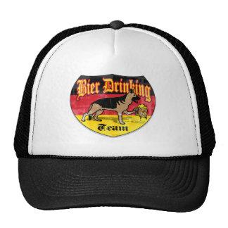 Equipo de consumición de la cerveza alemana gorras de camionero