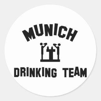 Equipo de consumición de Munich Pegatina Redonda