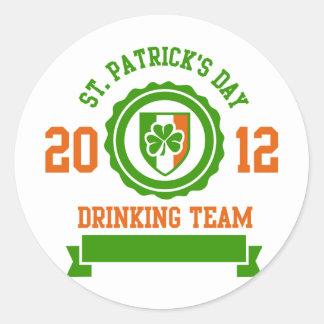 Equipo de consumición del día de St Patrick Etiquetas Redondas
