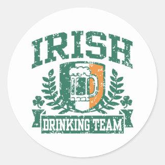Equipo de consumición irlandés pegatina redonda