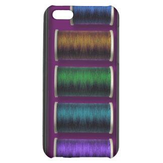 Equipo de costura, hilo coloreado, caso del iphone