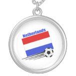 Equipo de fútbol holandés collar plateado