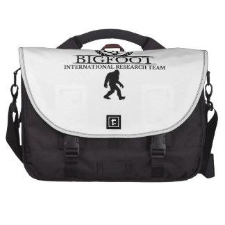 Equipo de investigación internacional de Bigfoot Bolsas Para Portátil