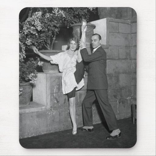Equipo de la danza del cabaret, los años 20 mousepads