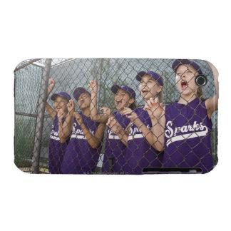 Equipo de la liga pequeña que anima en cobertizo iPhone 3 cárcasas