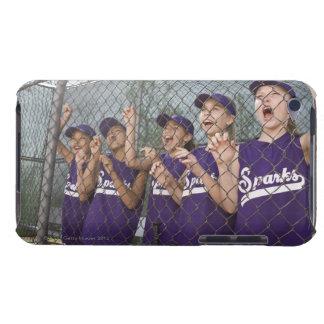 Equipo de la liga pequeña que anima en cobertizo iPod Case-Mate coberturas