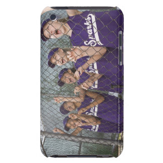 Equipo de la liga pequeña que anima en cobertizo iPod touch Case-Mate protectores