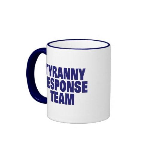 Equipo de la respuesta de la tiranía taza a dos colores
