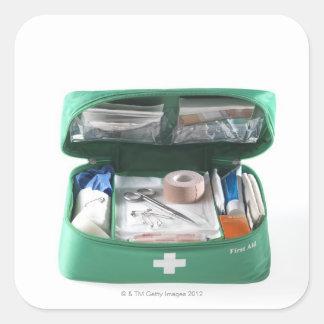 Equipo de primeros auxilios pegatina cuadrada