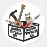 Equipo de supervivencia del zombi pegatina redonda