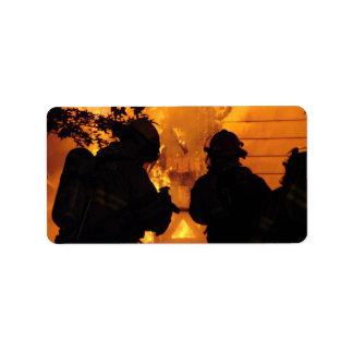 Equipo del bombero etiqueta de dirección