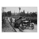 Equipo del camino en el trabajo, 1925 tarjeton