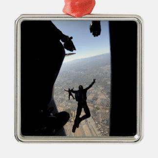 Equipo del paracaídas de la academia de fuerza adorno navideño cuadrado de metal