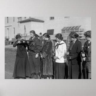 Equipo del rifle de los chicas 1916 poster