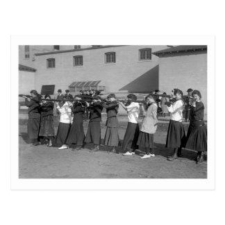 Equipo del rifle de los chicas, 1916 postal