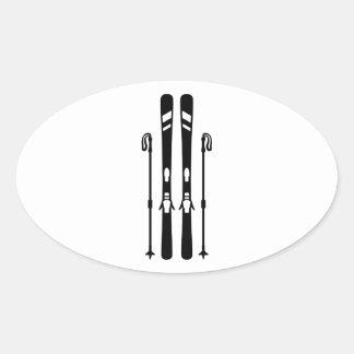 Equipo en declive del esquí pegatina ovalada