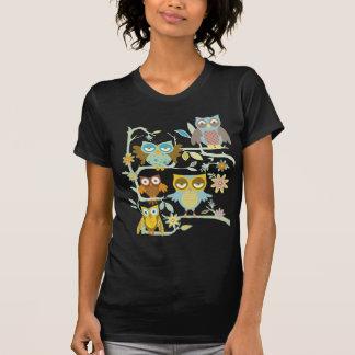 Equipo lindo de los búhos camisetas