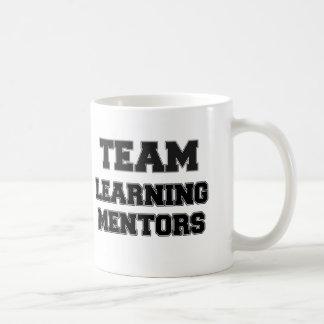 Equipo que aprende a mentores taza de café