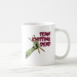 Equipo que hace punto absolutamente taza de café