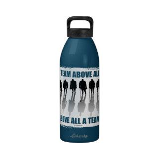 Equipo sobre todo botella de agua reutilizable