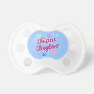 Equipo Taylor con acentos de la flor Chupetes De Bebe