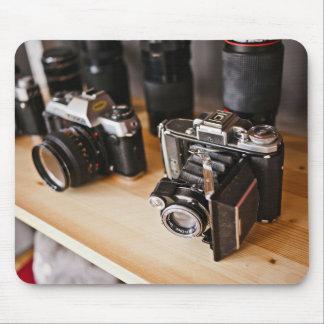 Equipo temático, cámaras del vintage en un estante tapetes de ratones