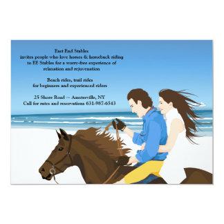 Equitación en la invitación de la playa