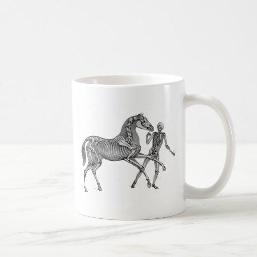 Equus del Equus: Caballo esquelético en el juego Tazas