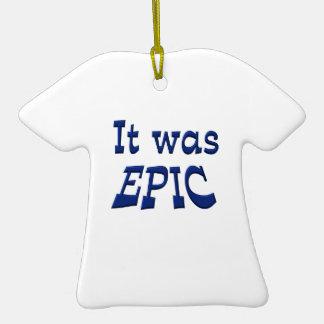 Era épico adorno de cerámica en forma de camiseta