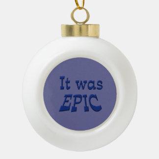 Era épico - fondo azul adorno de cerámica en forma de bola