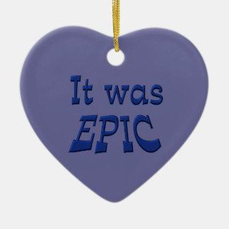 Era épico - fondo azul adorno de cerámica en forma de corazón