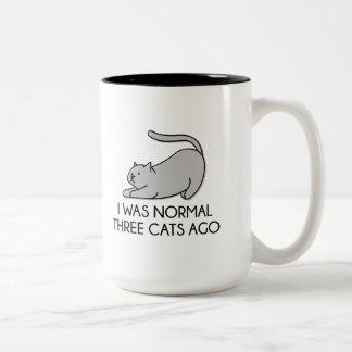 Era hace tres gatos normales taza de café de dos colores