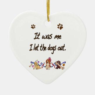 Era yo… Dejé los perros hacia fuera Adorno Navideño De Cerámica En Forma De Corazón