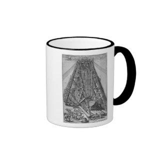 Erección del obelisco egipcio antiguo taza