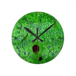Erizos de madera del Bluebell Reloj Redondo Mediano
