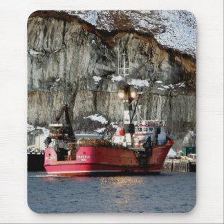 Erla-n, barco del cangrejo en el puerto holandés, alfombrilla de ratones