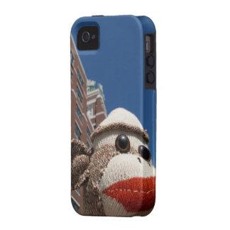 Ernie el mono del calcetín en el caso del iPhone 4 Case-Mate iPhone 4 Carcasas