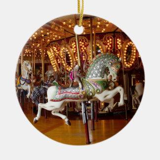 Ernie el ornamento redondo del carrusel del mono adorno navideño redondo de cerámica