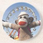 Ernie el práctico de costa del mono del calcetín posavaso para bebida