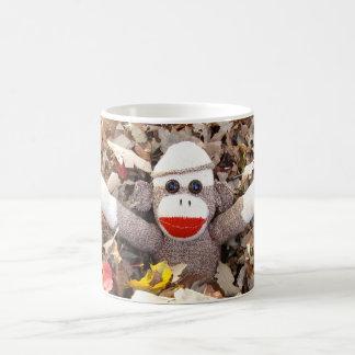 Ernie la taza de las hojas de otoño del mono del