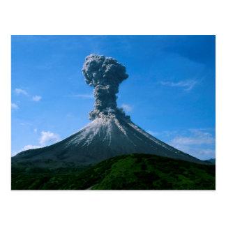 Erupción de la ceniza volcánica postales