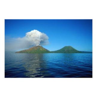 Erupción de Tarvurvur del soporte en Papúa Nueva G Fotografia