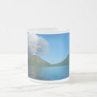 Erupción de Tarvurvur del soporte en Papúa Nueva Taza De Cristal