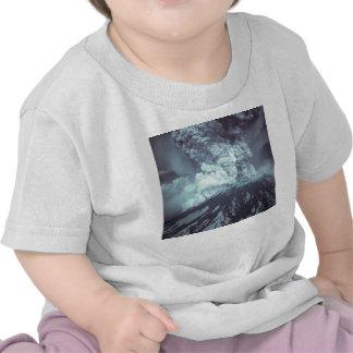 Erupción del Monte Saint Helens Stratovolcano el Camiseta