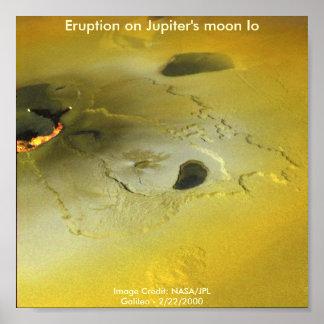 Erupción en la luna Io de Júpiter Póster