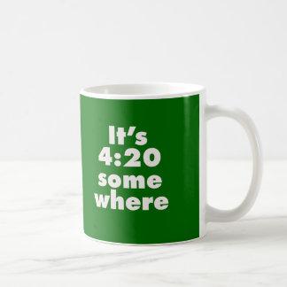 Es 4 20 en alguna parte tazas de café
